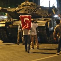 Tại sao Iran ủng hộ ông Erdogan trong đêm âm mưu đảo chính?