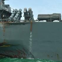 """Hải quân Mỹ """"tạm ngừng hoạt động"""" sau vụ đâm tàu ngoài khơi Singapore"""