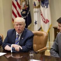 Ông Trump mắng lãnh đạo Cộng hòa ở Quốc hội làm 'lộn xộn' trần nợ