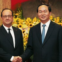 France President Drums up Business Ties in Vietnam