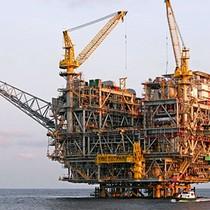 Giá dầu khép lại tuần giảm hơn 6% do nguồn cung ở Mỹ tăng đều