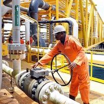 Tồn kho Mỹ tăng, giá dầu quay đầu giảm sau 4 phiên leo dốc