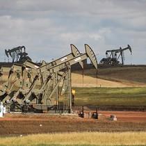 Tồn kho Mỹ liên tục giảm, giá dầu lên đỉnh gần 3 tuần