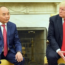[Round-up] PM Phuc, President Trump Talk Trade, Explosion Rocks Formosa Steel Plant