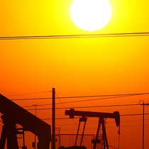 Giá dầu Mỹ tăng giá nhẹ do tồn kho tiếp tục giảm