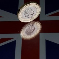 Đồng bảng Anh lao dốc mạnh sau kết quả bầu cử