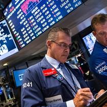 Chứng khoán Mỹ biến động trái chiều sau khi Fed tăng lãi suất