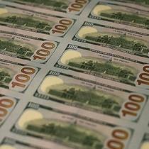 """Dự thảo luật thay thế Obamacare vẫn chưa qua được """"ải"""" Thượng viện, đồng USD mất giá"""