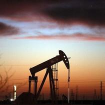 Giá dầu đứt chuỗi tăng 6 phiên do lo ngại dư cung