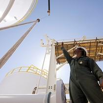 Nhu cầu tiêu thụ nhiên liệu Mỹ đẩy giá dầu leo dốc