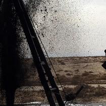 Dự báo tồn kho Mỹ tiếp tục lao dốc, giá dầu quay đầu tăng