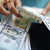 Vietnam Central Bank Lowers U.S. Dollar Buying Cost as FX Reserves Hit Fresh Record