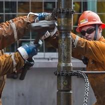 Giá dầu tăng hơn 4% trong tuần, lên đỉnh nửa tháng