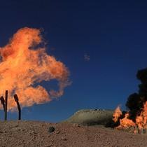 Giá dầu tăng nhẹ do tồn kho Mỹ giảm, căng thẳng Trung Đông leo thang