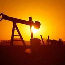 Giá dầu về đáy 1 tuần do sản lượng Mỹ tăng