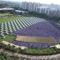 Ông trùm kim cương Ấn Độ tặng nhân viên hơn 1.000 chiếc xe hơi
