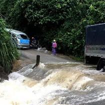 Quảng Bình vừa hết lũ lại bị ngập lụt, nhiều nơi bị chia cắt
