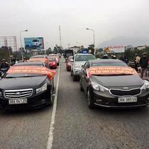 Ách tắc qua cầu Bến Thủy 1 vì dân mang xe phản đối phí