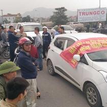 Được hỗ trợ giá vé, người dân vẫn chặn cầu Bến Thủy