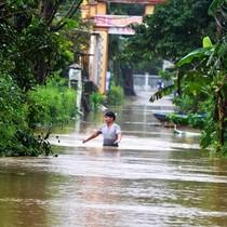 12 hồ thủy điện đồng loạt xả lũ, miền Trung chìm trong nước