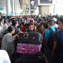 """<span class='bizdaily'>BizDAILY</span> : """"Đạo chích"""" hoành hành ở sân bay, nhà ga phát hiện nhiều vé tàu giả"""