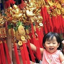 Người châu Á mua sắm, ăn gì đầu năm mới đề cầu tài lộc?