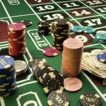 """Lương 10 triệu được đánh bạc ở casino: """"Tôi rầu quá"""""""