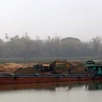 Đình chỉ 3 thanh tra giao thông liên quan vụ khai thác cát ở Bắc Ninh