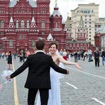 """Bất chấp cấm vận kinh tế, người Nga vẫn """"giàu lên"""""""
