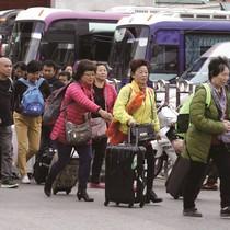 Khách Trung Quốc ồ ạt nhập cảnh qua cửa khẩu Móng Cái: Mối nguy hay cơ hội?