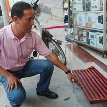 """""""Giành lại vỉa hè"""", thợ Sài Gòn kiếm tiền triệu/ngày từ bậc tam cấp ngầm"""