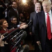 """Quan chức Đảng Dân chủ ăn mừng """"Trumpcare"""" thất bại"""