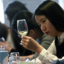 Thanh niên Trung Quốc đổ xô đến Pháp học về rượu vang