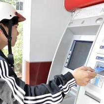 """Khách """"tố"""" ATM nhả thiếu tiền"""