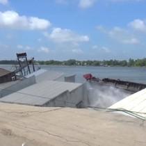 [Video] Khoảnh khắc hàng chục ngôi nhà ở miền Tây đổ sụp xuống sông