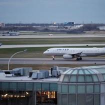 Hàng loạt hãng bay Mỹ thay đổi sau bê bối của United Airlines