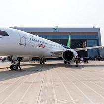 """[Infographic] So sánh máy bay """"made in China"""" với các hãng lớn"""