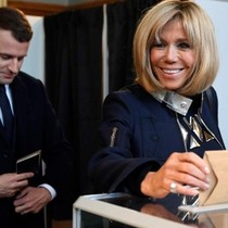 Vai trò bà vợ hơn 24 tuổi trong chiến thắng của tân Tổng thống Pháp