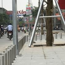 Hà Nội: Cắm cọc sắt biến vỉa hè thành lãnh địa riêng