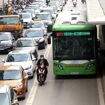 Ý kiến trái chiều về xe buýt nhanh Hà Nội