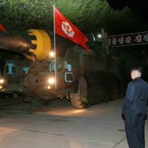 Triều Tiên công bố hình ảnh Kim Jong-un giám sát vụ phóng tên lửa