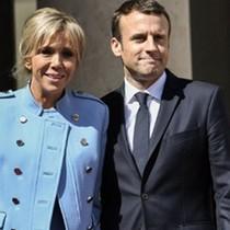 """Lễ nhậm chức: Tân tổng thống Pháp mặc vest giá rẻ, Đệ nhất phu nhân """"diện"""" đồ đi mượn"""