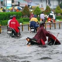 Sài Gòn vừa mưa đã ngập: Cống thoát nước có cũng như không