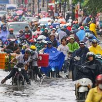 Sài Gòn lại ngập nặng sau mưa lớn