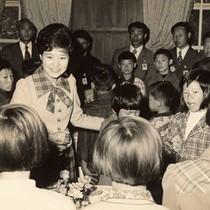 Người Hàn Quốc đấu tố kiểu tóc búi của bà Park Geun-hye