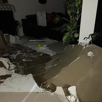 Chung cư cao cấp bục đường ống nước ngập lênh láng nhà
