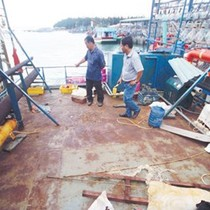 """Vụ tàu vỏ thép """"đắp chiếu"""": Ngư dân tố bị """"lừa"""" mới rút đơn"""