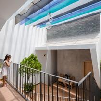 Ngôi nhà ở Bình Dương có sân vườn lung linh nắng