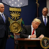 Tranh cãi về việc Tổng thống Trump bị tòa án phân biệt đối xử