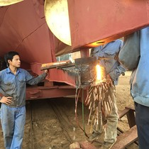 Ngư dân Thanh Hóa cũng khốn khổ vì tàu vỏ thép hỏng